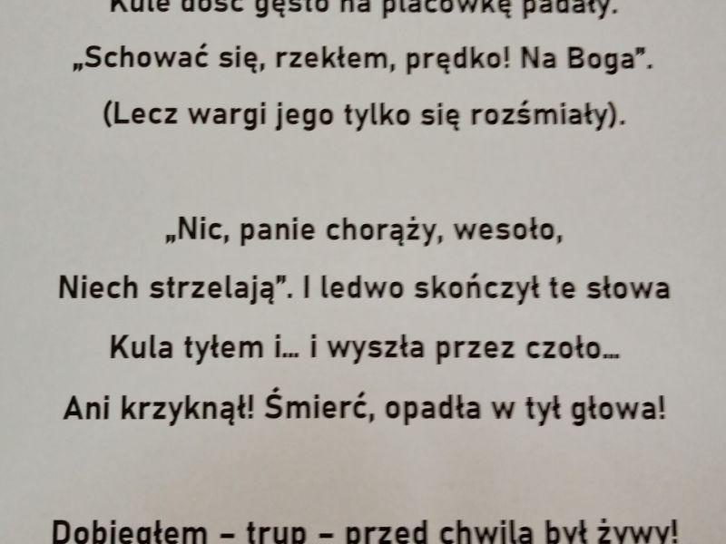 Na zdjęciu kartka z tekstem wiersza Henryka Steinmana-Kamińskiego pt.